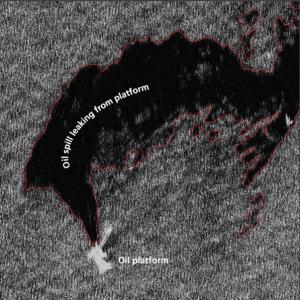 Satellitenbild, das die Ölverschmutzung an einer Ölplattform zeigt