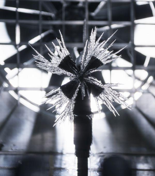 Ventilator mit Eiszapfen an den Flügeln