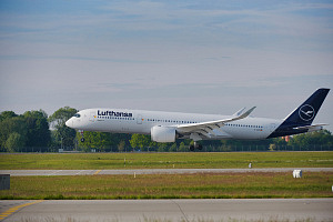 Airbus A350 Flugzeug beim Take-off