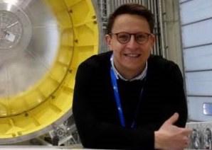 Mann vor Ariane 6 Ratekte